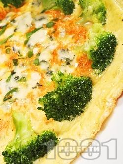 Омлет с кашкавал, зелен фасул, броколи, морков и сметана в тиган на фурна - снимка на рецептата